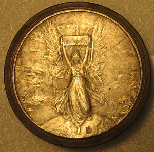 Entry of the Reign of Queen Victoria into the New Century Medal, Reverse Hub